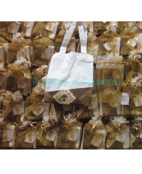 Contoh-Packing-Souvenir-Tas-Blacu-Simple-dan-Tile