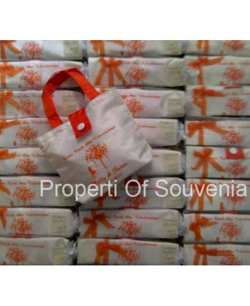 Contoh-Packing-Souvenir-Tas-Satin-Lidah-dan-Tile