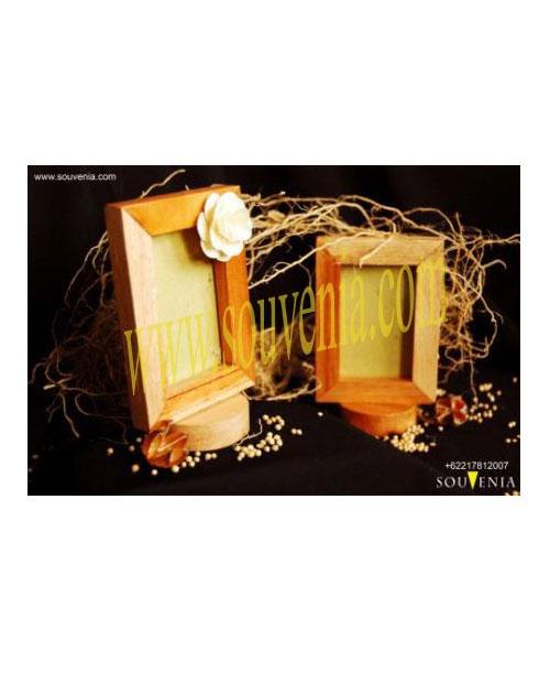 Souvenir-Pernikahan-Pigura-Kotak-K36