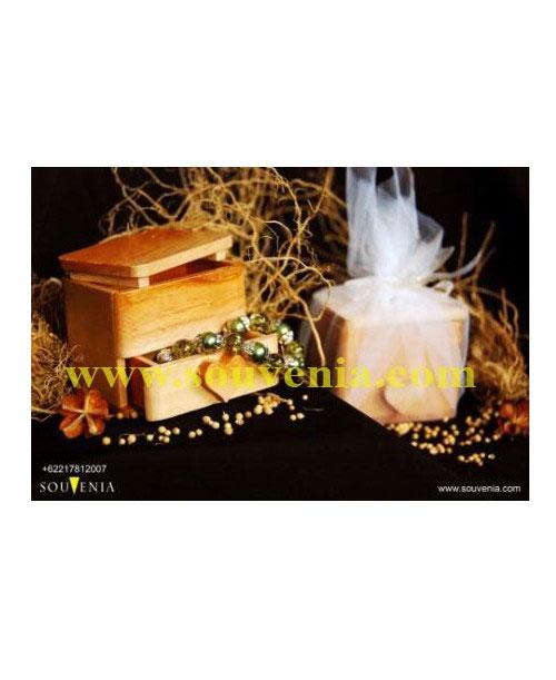 Souvenir-Tempat-Perhiasan-Laci-Love-K35